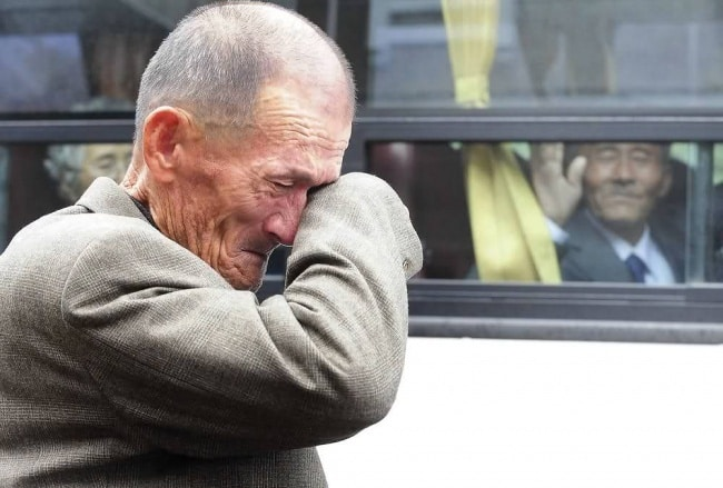 2010. gada 31. oktobrī 436 Dienvidkorejas pilsoņiem bija atļauts pavadīt trīs diennaktis Ziemeļkorejā, lai apciemotu radiniekus, kurus tie nav satikuši kopš Korejas kara 1953. gadā.