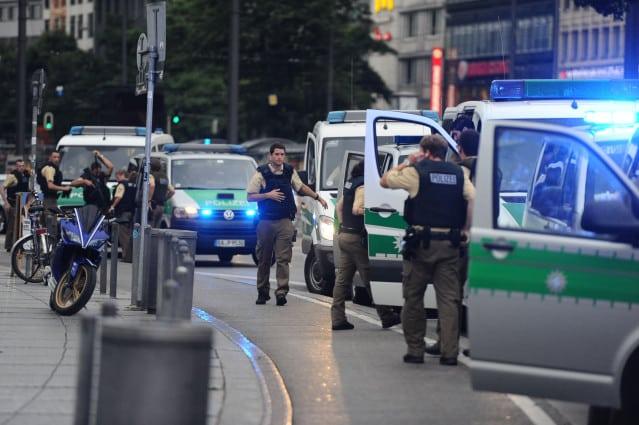Minhenē pie McDonald's restorāna notikusi apšaude