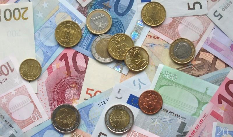 Naudas Latvijā nepietiek, tiks celti nodokļi
